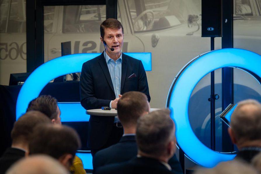 Vehon toimitusjohtajan Juha Ruotsalaisen mukaan autokauppa toimii jatkossa entistä selvemmin konsulttina asiakkaan ja valmistajatehtaan välillä.