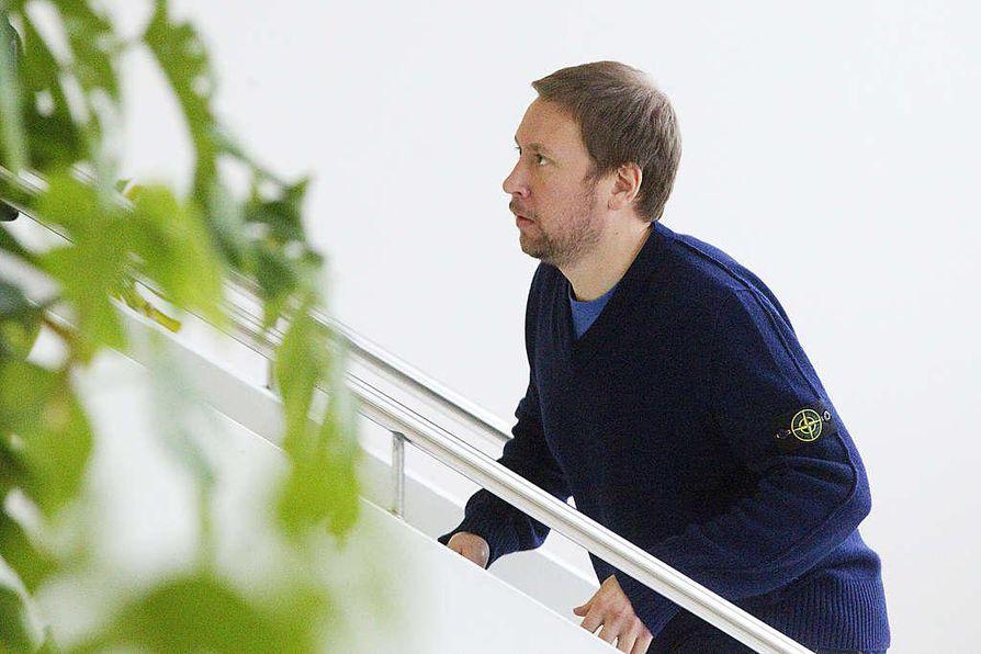 Vasemmistoliiton puheenjohtaja Paavo Arhinmäki vaatii äänestystä Stubbin luottamuksesta.