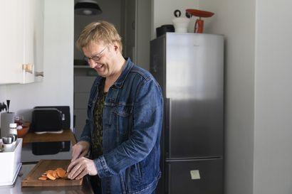 """Iiro Rantala ei ole katunut siirtymistään kasvisruokaan: """"Kaikenlainen aterianjälkeinen väsymys on poissa"""" – Pianisti paljastaa itse keksimänsä herkkureseptin"""