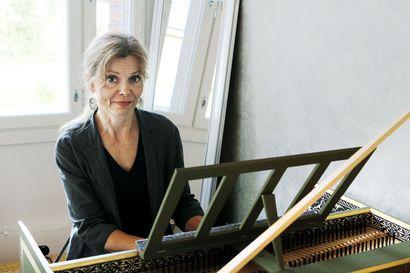 """Virve Räisäsen Pohjois-Ruotsissa tehty cembalo on Kemin ensimmäinen – """"Kaupunki, jossa on oma orkesteri, tarvitsee cembalon"""""""