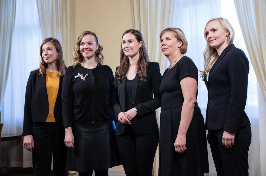 Hallituksen naisministerien viisikko Li Andersson, Katri Kulmuni, Sanna Marin, Anna-Maja Henriksson ja Maria Ohisalo.