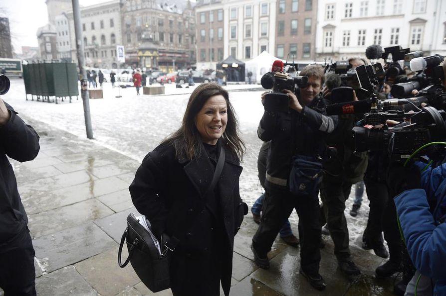 Puolustusasianajaja Betina Hald Engmark saapui oikeustalolle torstaina.