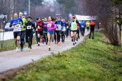 Ossi Peltoniemi Talvisarjan nopein - vauhtiaan viime kuusta nostanut Johanna Peiponen vaihtamassa seuraa
