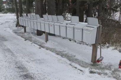 Perjantaikevennys: Katso kun tuuli soittaa postilaatikoita!