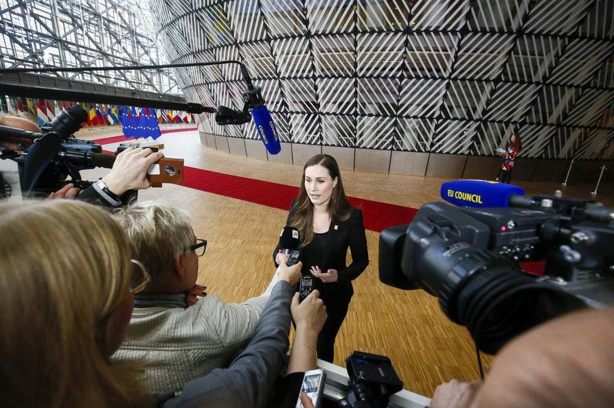 Pääministeri Sanna Marin vastaili toimittajien kysymyksiin ennen perjantain neuvottelujen alkamista.