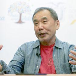 Arvio: Haruki Murakamin romaanissa yö on kynnys tavanomaisen ja arvoituksellisen välillä