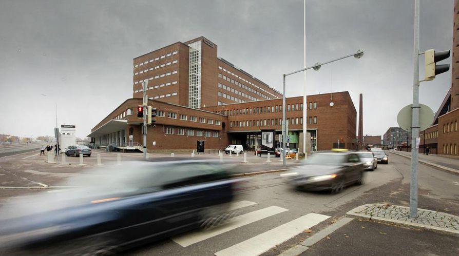 Suomalais-venäläisen oligarkin ja neljän suomalaisen pankin välinen oikeudenkäynti on alkanut Helsingin käräjäoikeudessa.