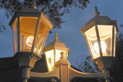 Sarakylän valoille suunnittelulupa – kaupunginhallitus myöntyi purettujen katuvalojen palauttamiseen