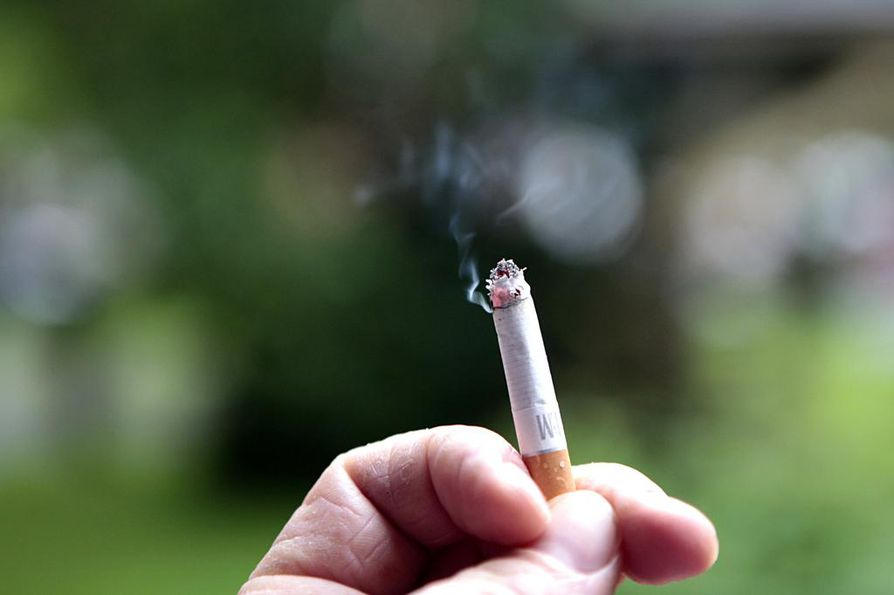 Tupakan hintaa korotetaan jälleen.