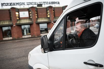 Kuusamon paikkaansa hakeva linja-autoasema - kahden aseman taktiikka sekava matkustajille