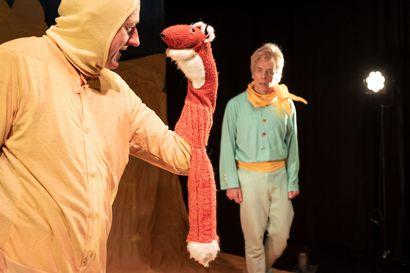 Teatteriarvio: Pikku Prinssi opettaa kohtaamisen aakkosia