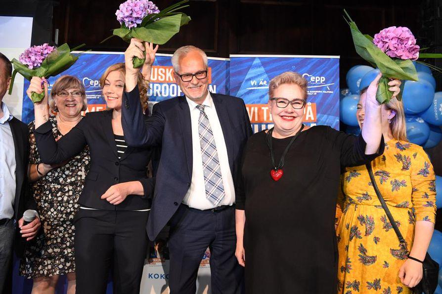 Kokoomus on eurovaalien suurin puolue. Kaikki kokoomuksen kolme europarlamentaarikkoa, Henna Virkkunen, Petri Sarvamaa ja Sirpa Pietikäinen uusivat paikkansa.