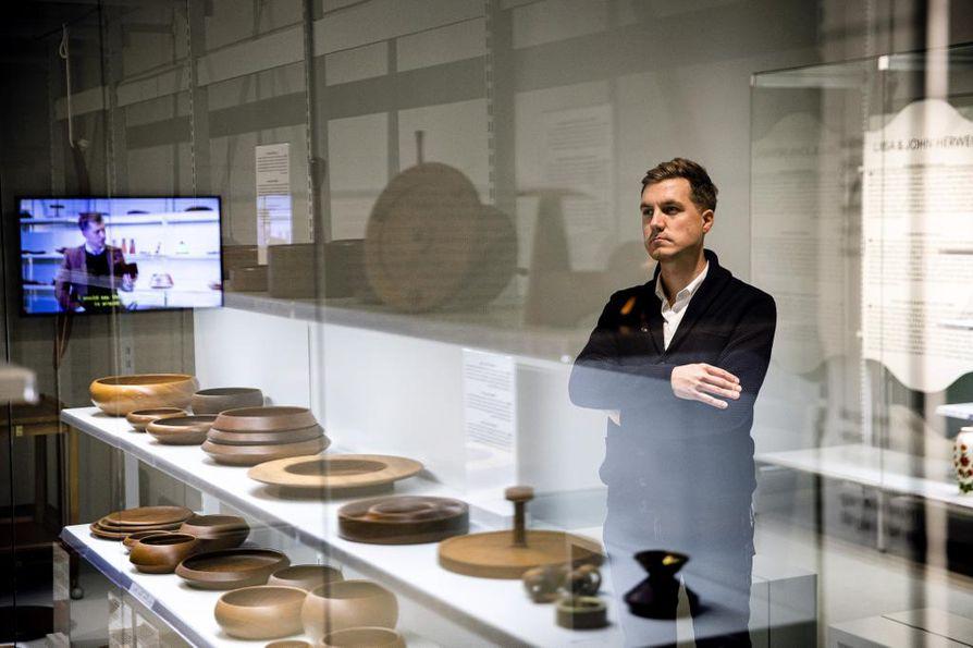 Jonas Forthin tiikkikokoelmaan kuuluu noin 400 esinettä, jotka on tehty käsityönä.