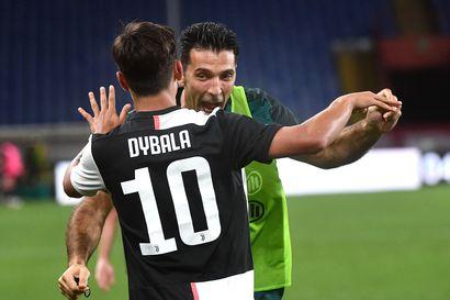 Juventus juhli seuralegenda Buffonin nousua ottelutilaston kaikkien aikojen piikkipaikalle – ikinuori konkarivahti torjui voiton paikallisottelussa