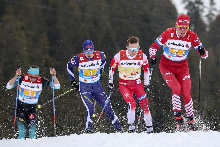 Kolmannen osuuden kärkikolmikko oli Venäjän Alexander Bolshunov, Norjan Sjur Roethe ja Suomen Matti Heikkinen. Heitä vimmatusti kiinni ajoi Ranskan Clement Parisse.