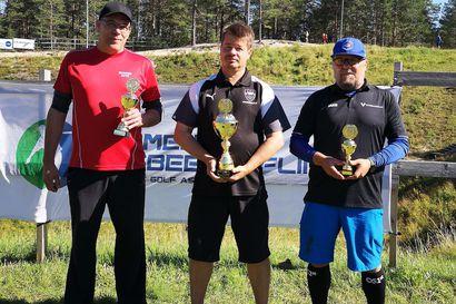 Timo Pirkolalle frisbeegolfin SM-hopeaa