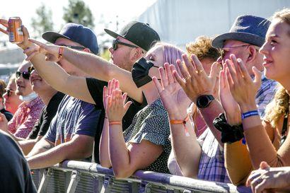 Onnellisten ihmisten festivaali – Satama Open Air -viikonloppu käynnistyi Kemissä porottavan auringon alla
