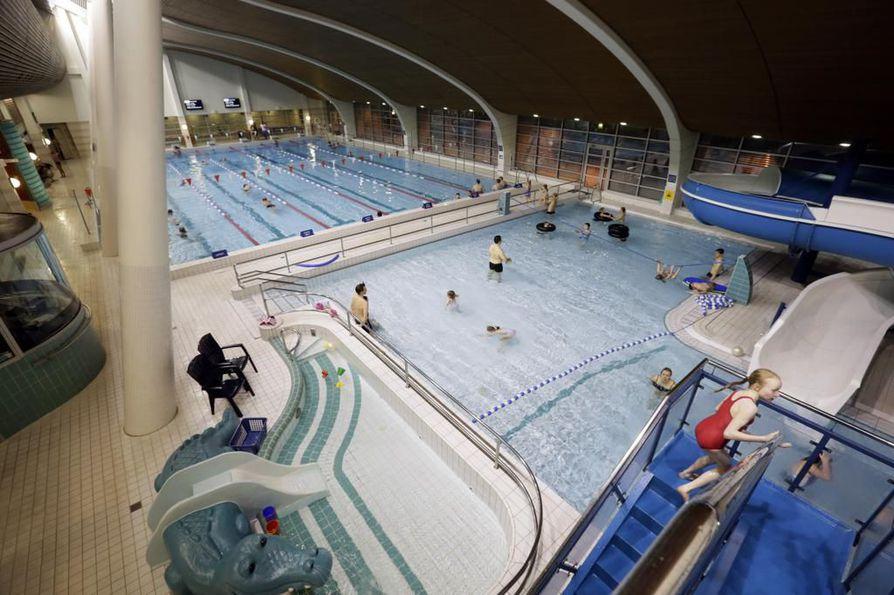 Vuonna 1997 avattu uimala alkaa olla monenlaisen korjauksen tarpeessa.