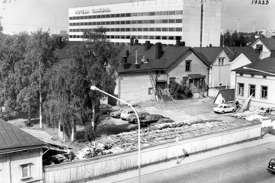 Torin tuntumassa sijaitsevaa hotellia suurennettiin ensi kerran jo 1970-luvun lopulla.