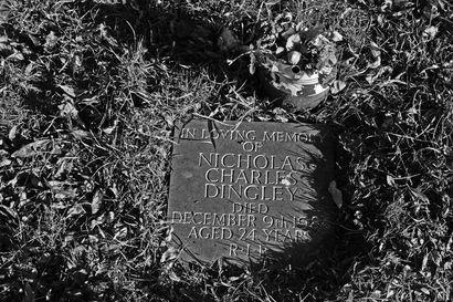 Nuorena kuolleen rocktähden hautapaikka Isle of Wightilla on vaatimaton ja surullinen – Razzlen muistaa vielä moni, mutta kuka oli Nicholas Dingley?