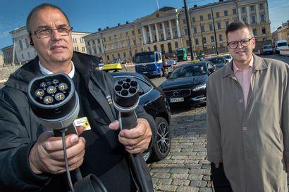 """Miljoonien kilometrien taksimies Janne Åman vaihtoi polttomoottorin sähköön –""""Enemmän se muutos on isännän korvien välissä"""""""