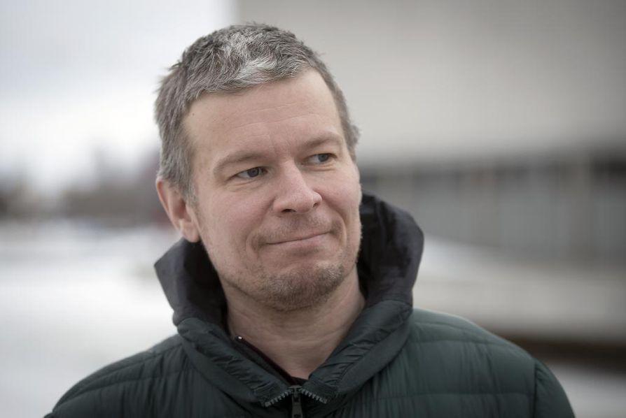 Pelillisen teatterin testailu alkaisi 2020. –Teattereiden, pelifirman ja oppilaitosten yhteistyölle on luonnosteltu kolmen vuoden kaarta, dramaturgi Jukka Heinänen kertoo.