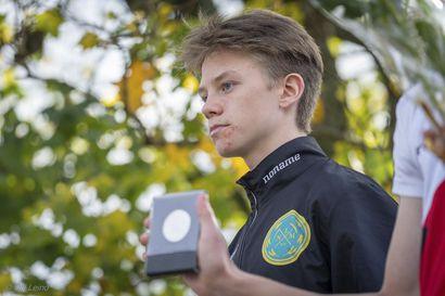 Limingan Niittomiesten juoksijalupaus Aarre Paukkeri juoksi maantiejuoksun SM-kultaa Vantaalla – seuran maratoonareille hyviä tuloksia SM-maratonilta