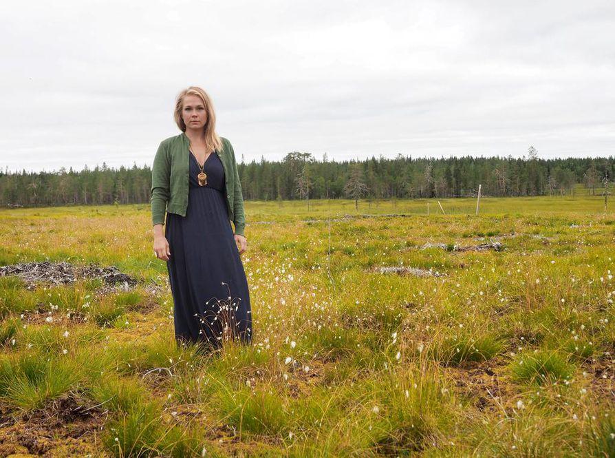 Noora Kauppilan Itku äidin haudalla -kiertue on sekä kannanotto ympäristön puolesta että musiikillinen taideteos. Viidellä pohjoispohjalaisella suolla esiintyvä Kauppila pohtii projektissaan ihmisen osaa osana luontoa.