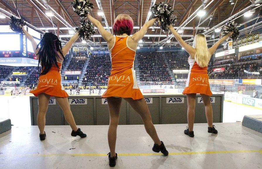 Cheerleader-keskustelu on lähtenyt käsistä, Atlas Saarikoski sanoo.
