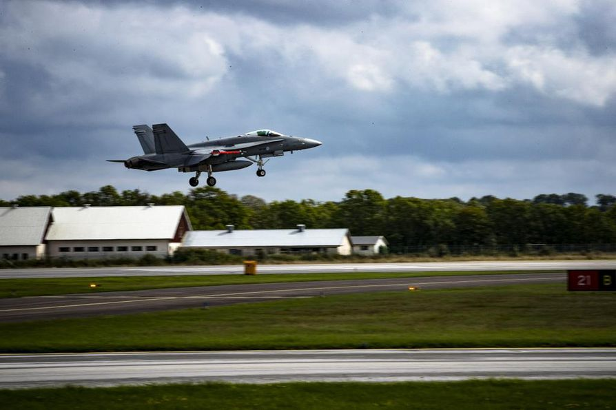 Suomen nykyiset Hornet-hävittäjät poistuvat käytöstä vuoteen 2030 mennessä. Kuvan kone osallistui sotaharjoitukseen Ruotsissa 2016.