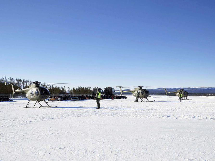 Ivalon lentokentällä on rivi MD500-helikoptereita, joilla koulutetaan uusia lentäjiä.