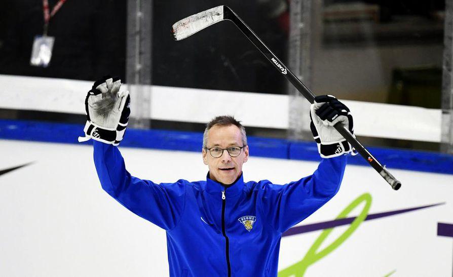 Naisleijonien päävalmentaja Pasi Mustonen on ottanut suomalaisessa jääkiekkokeskustelussa näkyvän roolin.