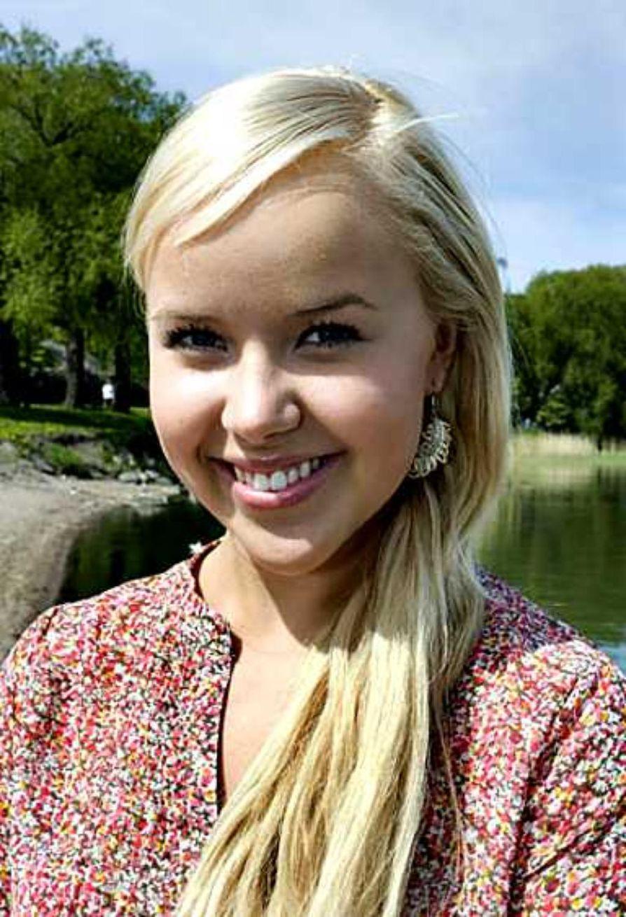 Sara Säkkinen meni aikoinaan vuotta tavallista aiemmin ykkösluokalle, joten hän pääsee ylioppilaaksi 18-vuotiaana.