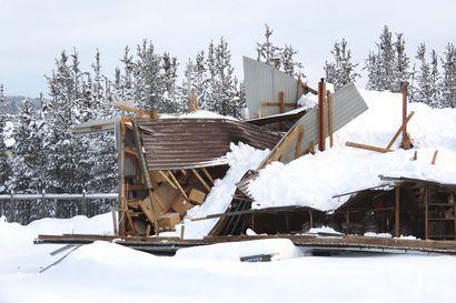 """Lumikuorma romahdutti Ivalossa varastohallin, jossa oli kelkkoja ja autoja: """"Aika pahannäköistä jälkeä"""""""