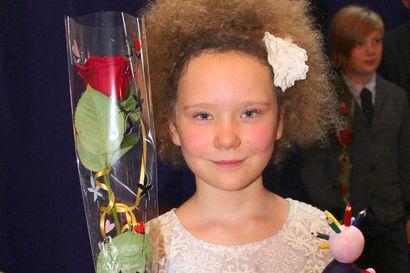 Sarjakuvasadussa ylivoimaista mielikuvituksellisuutta – helsinkiläinen Lumia Pesonen voitti Napero-Finlandian