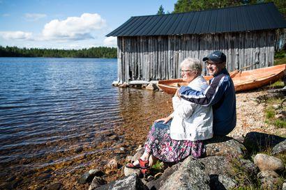 """Posion Aittaniemi on järvimaisemien kylä ja myös mökkiläisten paratiisi – """"Aina odotellaan, että koska ne tulee ne mökkiläiset"""""""