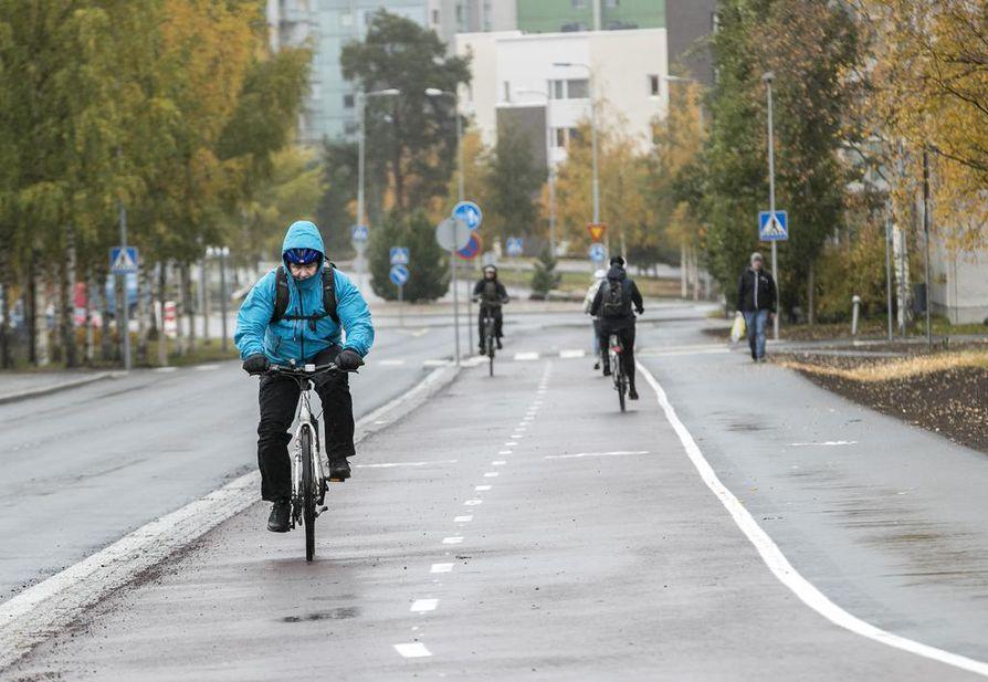 Viiden kilometrin mittainen pyöräilybaana valmistui pitkälti suunnitellussa aikataulussaan. Liikenneinsinööri Harri Vaarala arvioi, että alkuperäisestä tavoitteesta jäätiin muutaman päivän verran.