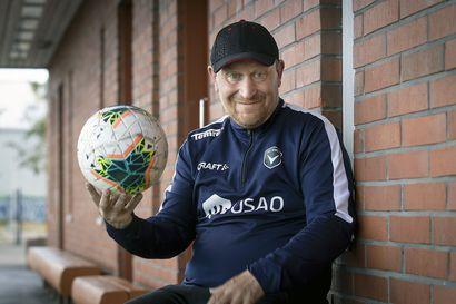 """Kentän laidalla kasvanut Lauri Sirén on yksi Oulun tunnistettavimmista jalkapallopersoonista, jonka tarinan vain harva tietää – """"Lääkäri sanoi, että hän ei ollut koskaan nähnyt ketään näin erikoista"""""""