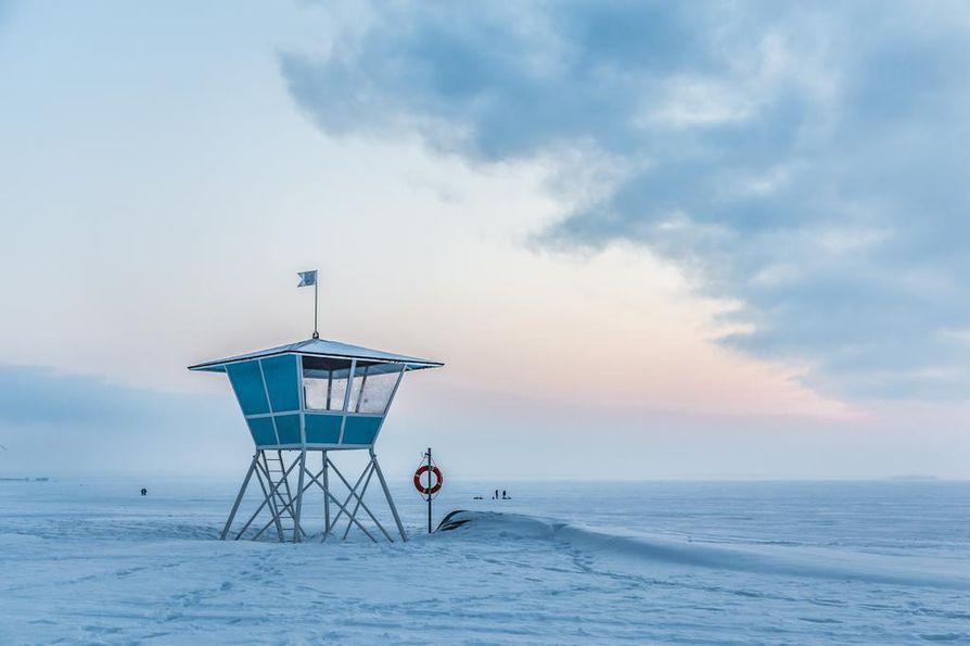 Onko Oulu pimeä ja kylmä vai häkellyttävän kaunis talvikaupunki, ihmettelee Kale! kallupissaan,