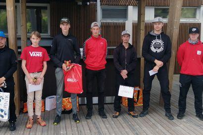 Frisbee liiteli Kuusamo Openin merkeissä – kilpailussa nähtiin jännittäviä käänteitä, eikä sään vaikutuksilta vältytty
