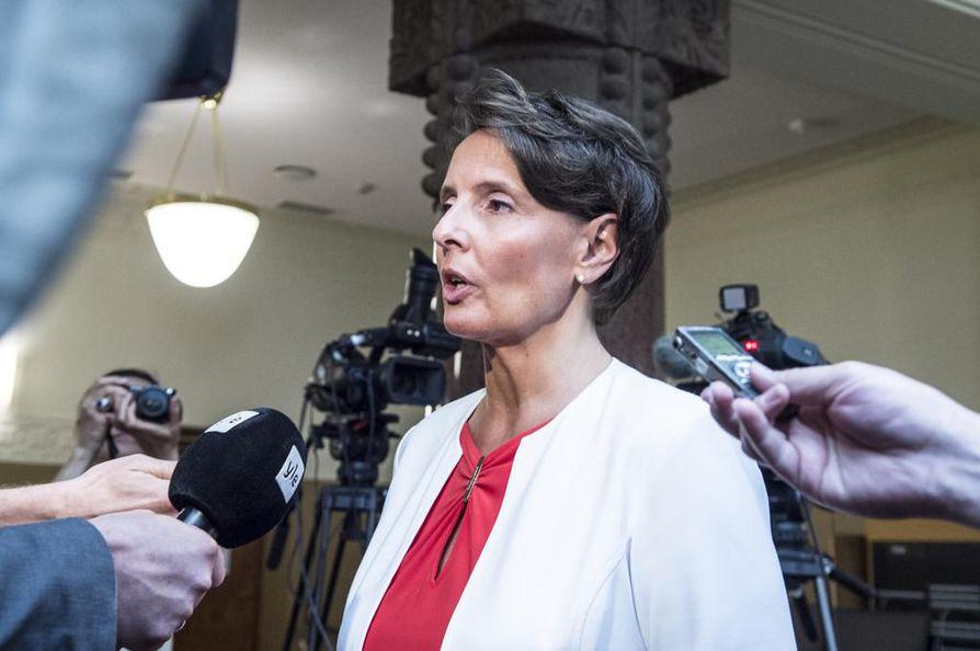 Liikenne- ja viestintäministeri Anne Berner (kesk.).