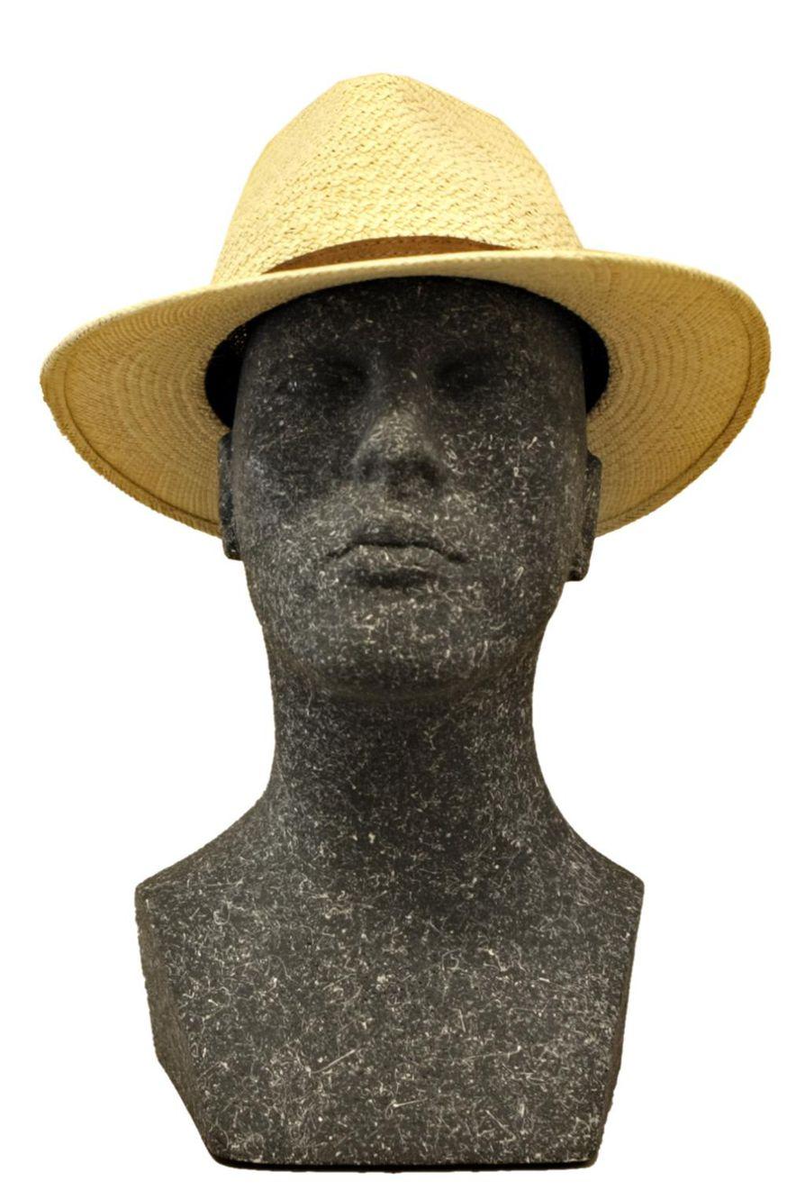 Panamahattu on tyylikäs ja ajaton herrasmiehen kesähattu 9e7bd92fb4