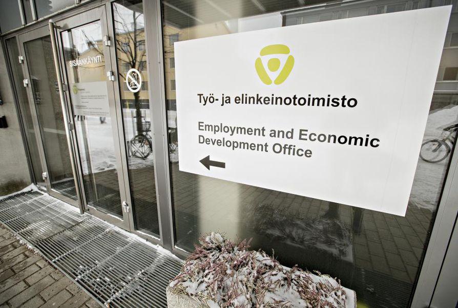 Pohjois-Pohjanmaalla oli elokuun lopussa 17 600 työtöntä työnhakijaa, heistä peräti 10 700 oli Oulussa. Työttömyyden aleneminen on hidastunut viime vuoteen ja alkuvuoteen verrattuna, mutta työvoimalle on yhä runsaasti kysyntää. Kysyntää oli muun muassa telineasentajista, rakennustyöntekijöistä, kirvesmiehistä, myyjistä, lähihoitajista, tarjoilijoista, rakennusapulaisista ja siivoojista.
