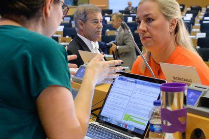 Komissaaripeli on EU-parlamentin voimannäyttö – Jutta Urpilaista kohdeltiin hellästi, mutta suhmurointiin langenneiden kohtalo voi olla karu