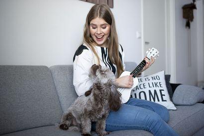 ''Se taitaa olla perjantai muiden joukossa'' – Rovaniemeläinen Iida Mathlin, 20, viettää ystävänpäivänsä yksin, mutta onnellisena