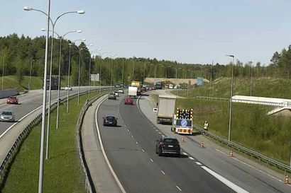 Raskas ajoneuvo rikkoutui Pohjantien Lintulan rampilla - yksi ajokaista suljettu liikenteeltä
