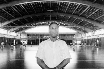 """Keskiviikkona 90 vuotta täyttävä Lapin urheiluopiston ensimmäinen rehtori Allan Pietilä: """"Pahimmillaan velkaa oli 30 miljoonaa. Siellä se kuitenkin yhä tönöttää Ounasvaaran rinteessä"""""""