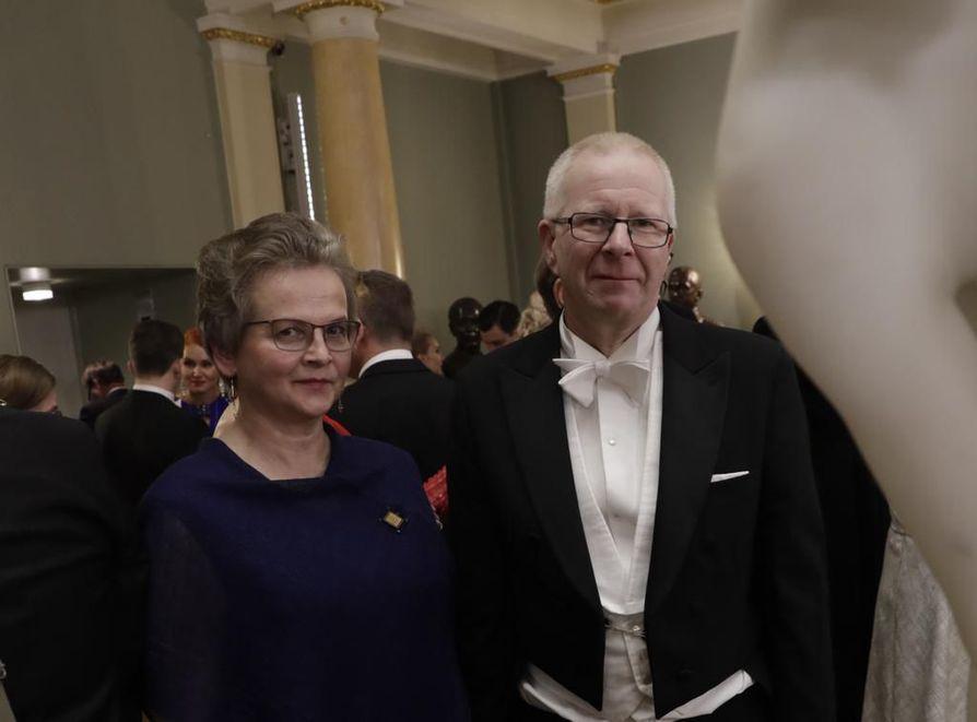 Aino ja Jorma Marttila saapuivat Linnan juhliin Kestilästä
