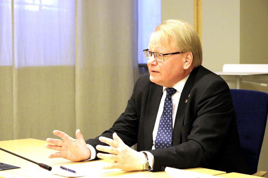Ruotsin puolustusministeri Peter Hultqvist painottaa, ettei Suomen hävittäjävalinnalla ole vaikutusta maiden syvenevään sotilaalliseen yhteistyöhön.