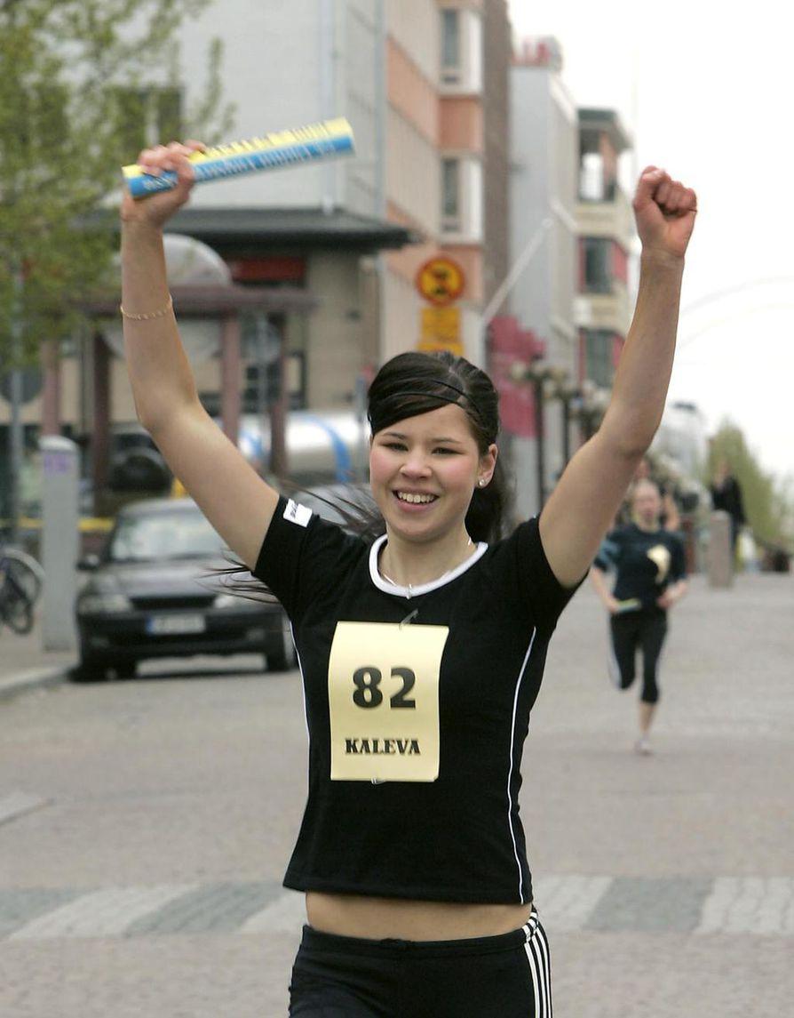 Vuonna 2006 Auralla meni lujaa Oulun Ympärijuoksussa. Ankkuri Kristiina Auno sai samana kesänä SM-pronssia 400 metrin aidoissa.